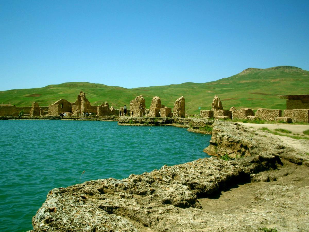 Takht-e Sulaiman, Iran1