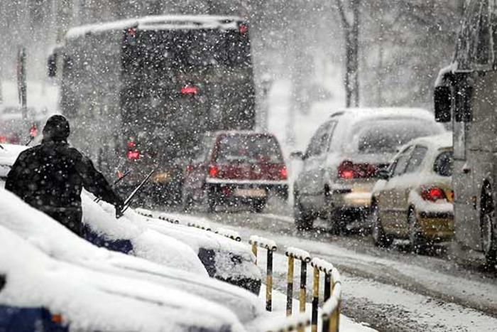 Снегот заглави стотина камиони на Богородица кои не можат да влезат во Грција