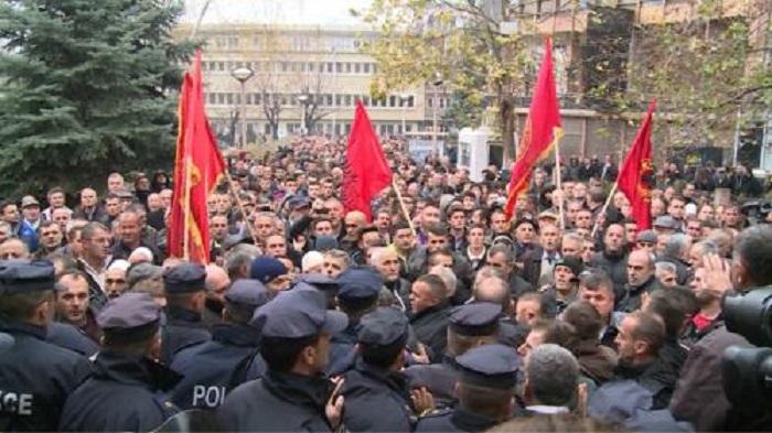 09012016152537_Pristina-protest
