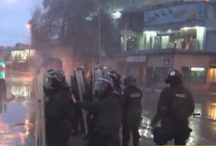 pristina-sukob-demonstarnit-policija-fotoprintscreen-ypoutube-koha-1456503681-852379