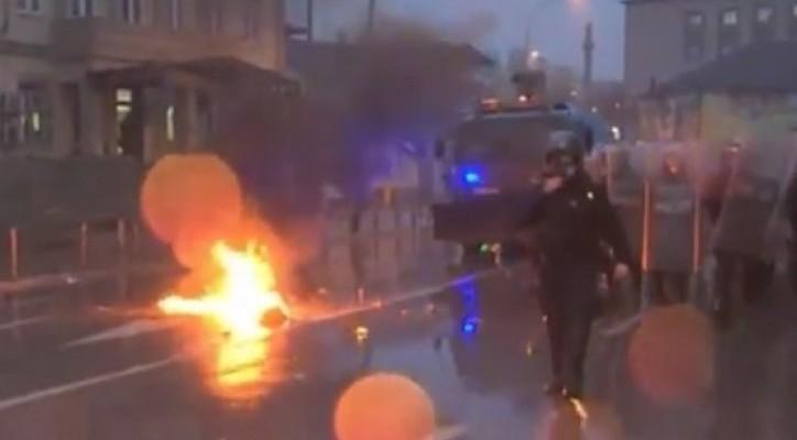 pristina-sukob-demonstarnit-policija-fotoprintscreen-ypoutube-koha-1456503681-852381-724x400