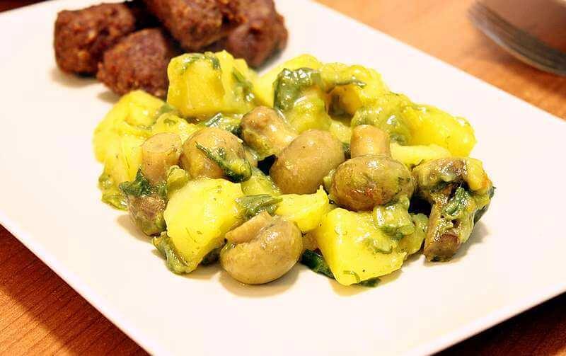 krompir-iz-rerne-sa-sampinjonima-i-prazilukom