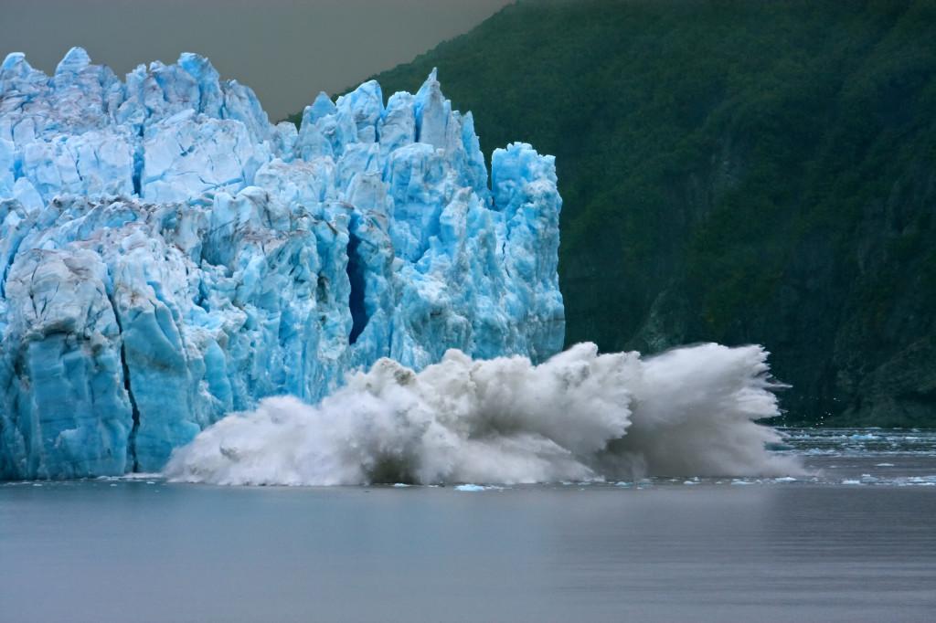 Iceberg-Breaking-Slowing-Global-Warming