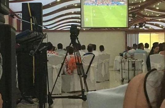 fudbalot-pred-se-ja-prekinale-svadbata-za-da-go-gledaat-natprevarot