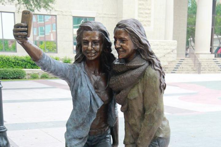 Texas-Selfie-Statue