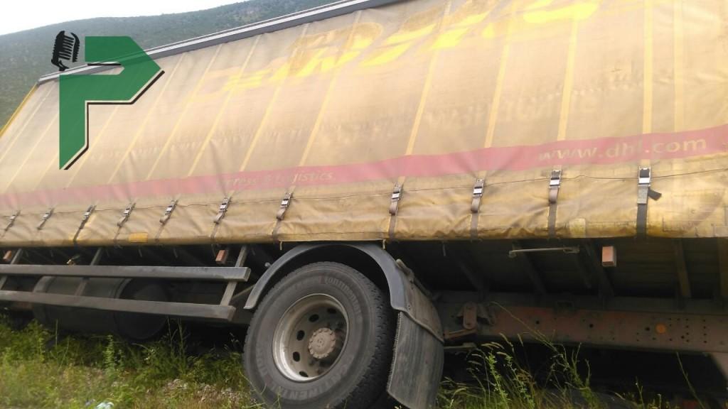 kamion dhl prevrten (2) (1)