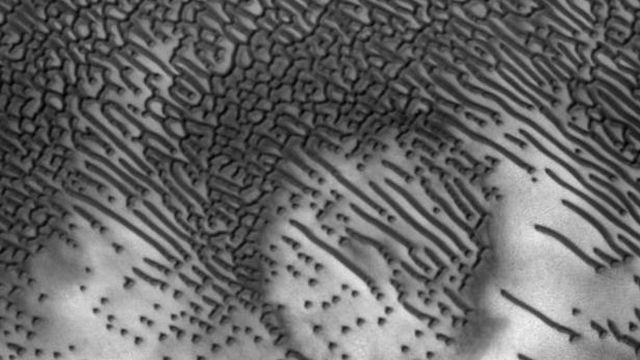 Morse-code-messages-uncovered-on-sand-dunes-in-Mars-640x360