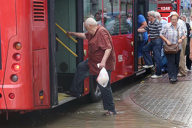 skopje nevreme avtobus