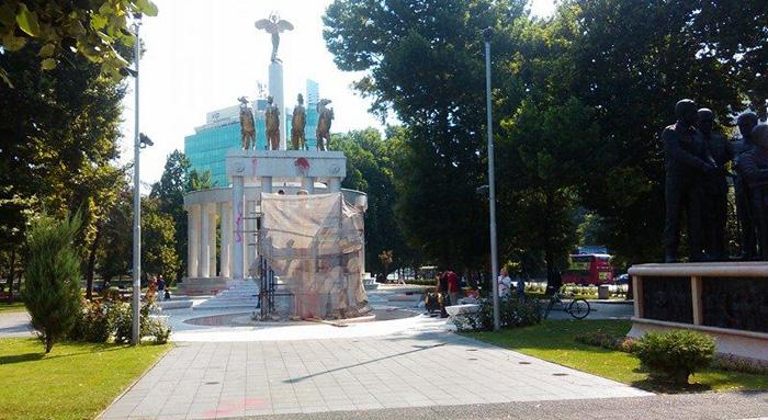spomenik zena borec