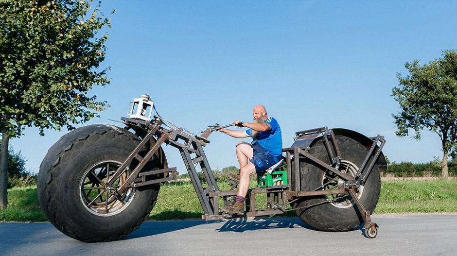 4388864_gigantski-bicikl-f3jpg