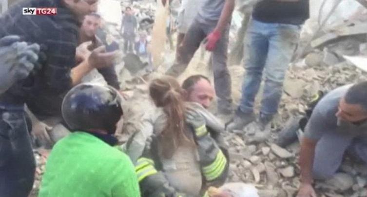 Italija devojce spasuvanje zemjotres