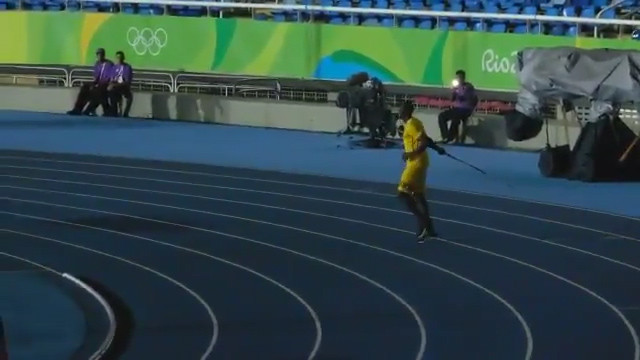 usain-bolt-throws-the-javelin