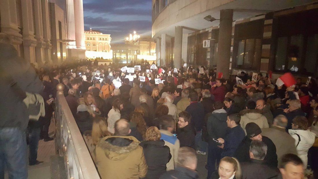 protest i kontraprotest