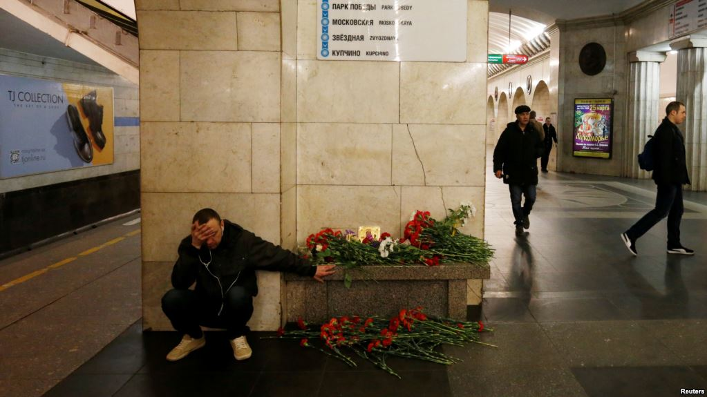 A man reacts next to a memorial site for the victims of a blast in St. Petersburg metro, at Tekhnologicheskiy institut metro station in St. Petersburg, Russia, April 4, 2017.  REUTERS/Grigory Dukor