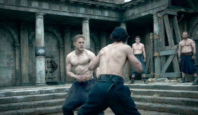 Charlie-Hunnam-Fight-Scene-King-Arthur-Legend-of-the-Sword-670x388