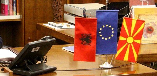знаме албанско кај Талат