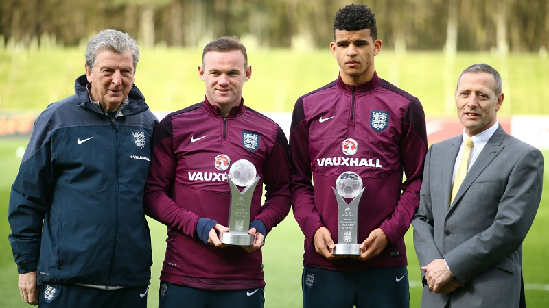 wayne-rooney-dominic-solanke-england-training-session-24032015_19oam8560g9eq1o58nx9bhulki