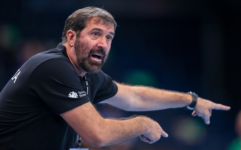 HAMBURG, GERMANY - NOVEMBER 7:  Coach Veselin Vujovic of Slovenia during the Men's Handball Supercup between Brasil (green) and Slovenia (white) at Barclaycard Arena on November 7, 2015 in Hamburg, Germany. (Photo by Sascha Klahn/Bongarts/Getty Images)