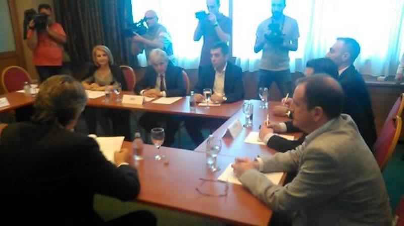 албански партии средба