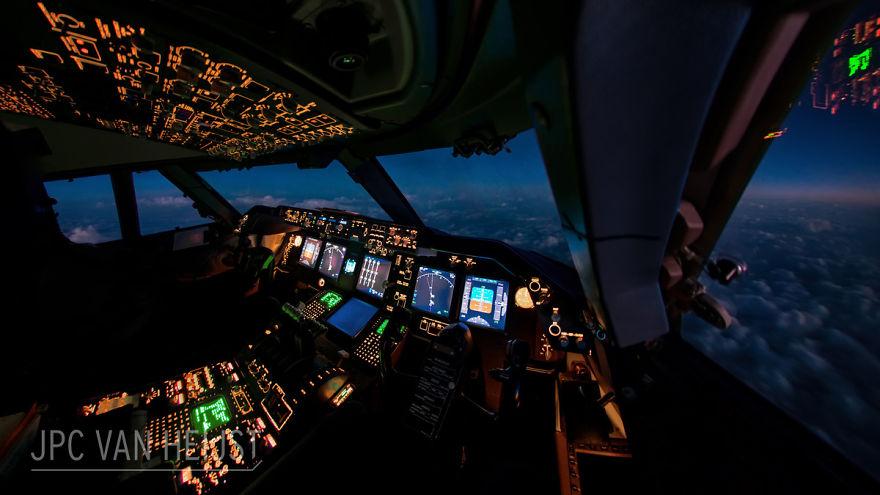 aerial-photos-boeing-747-plane-cockpit-jpc-van-heijst-15-592c0eead94b2__880