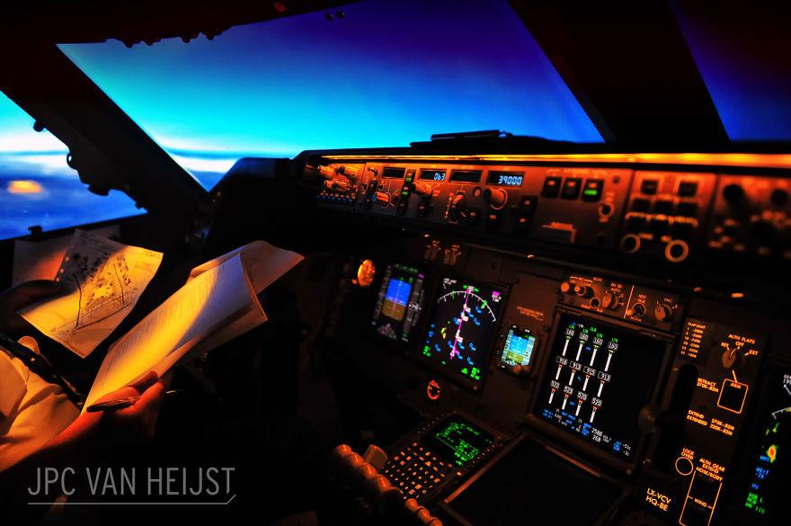 aerial-photos-boeing-747-plane-cockpit-jpc-van-heijst-20-592c0ef4033ad__880