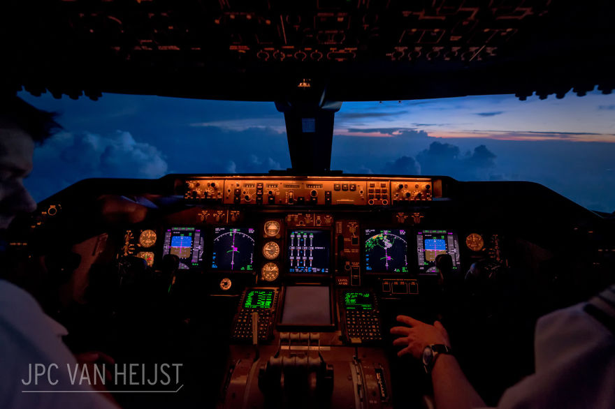 aerial-photos-boeing-747-plane-cockpit-jpc-van-heijst-23-592c0ef9abbc7__880