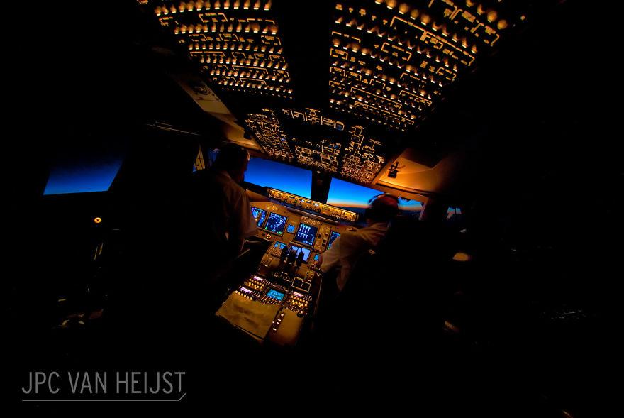 aerial-photos-boeing-747-plane-cockpit-jpc-van-heijst-24-592c0efb7f7c4__880