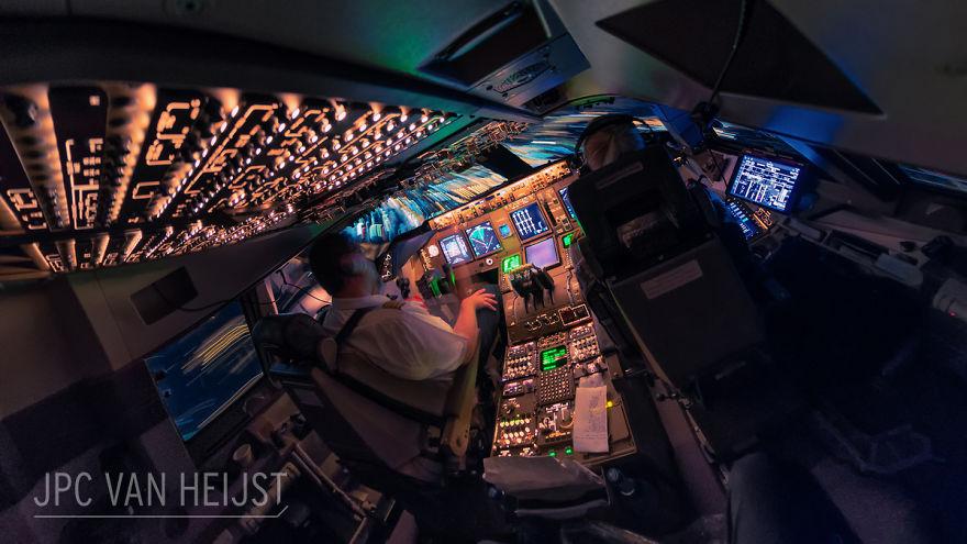 aerial-photos-boeing-747-plane-cockpit-jpc-van-heijst-25-592c0efda27be__880