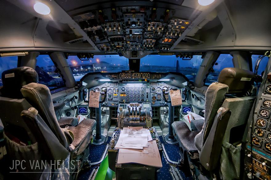 aerial-photos-boeing-747-plane-cockpit-jpc-van-heijst-4-592c0ed4d6458__880