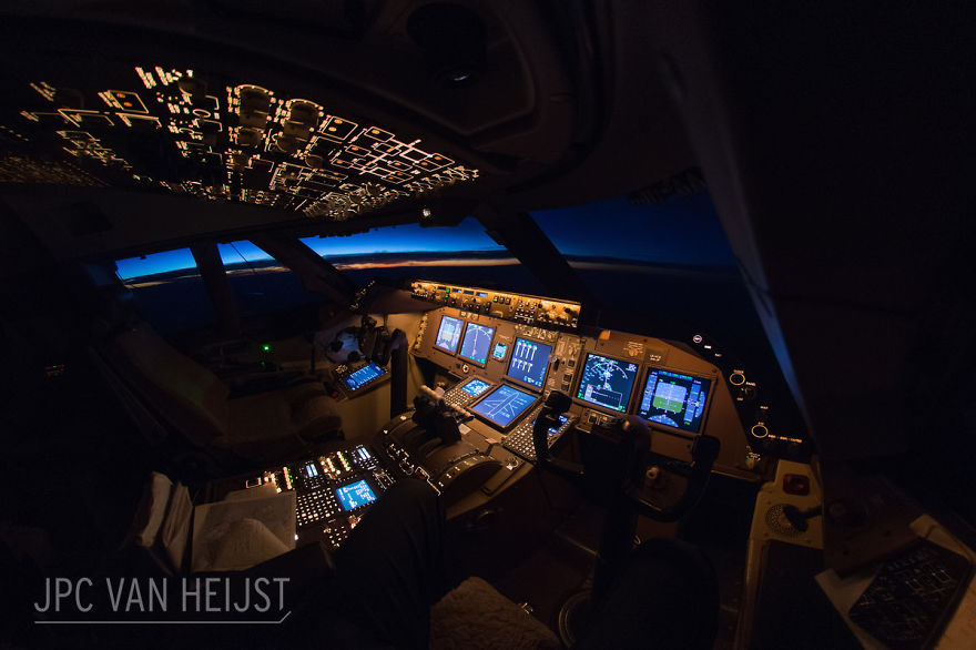 aerial-photos-boeing-747-plane-cockpit-jpc-van-heijst-6-592c0ed907453__880