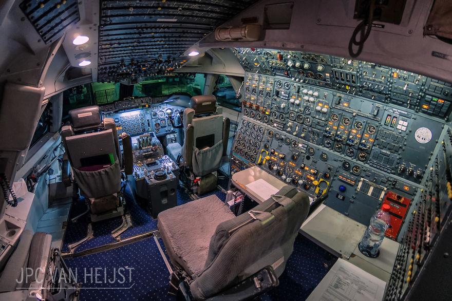 aerial-photos-boeing-747-plane-cockpit-jpc-van-heijst-9-592c0eded6baa__880