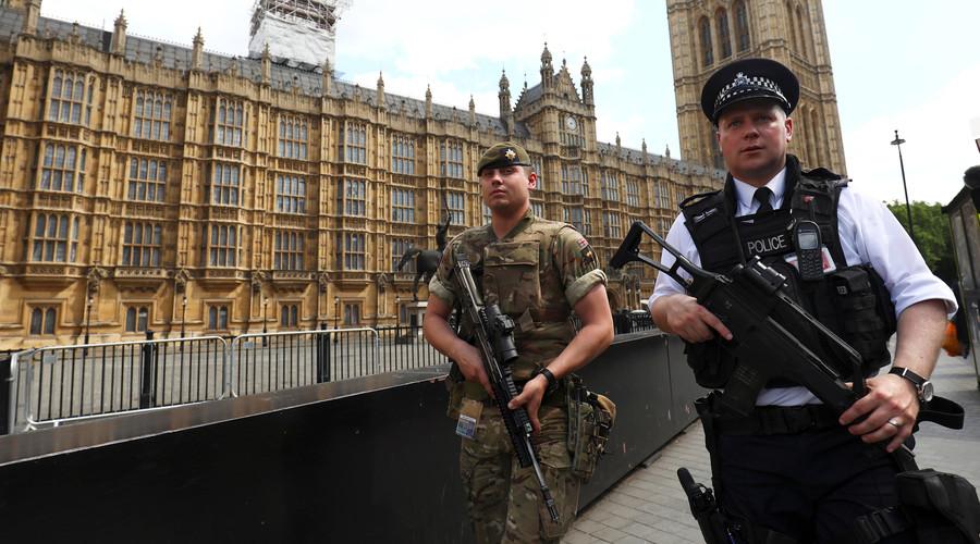 policija britasnki [arlament