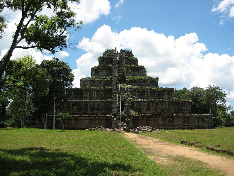800px-Koh_Ker_temple(2007)