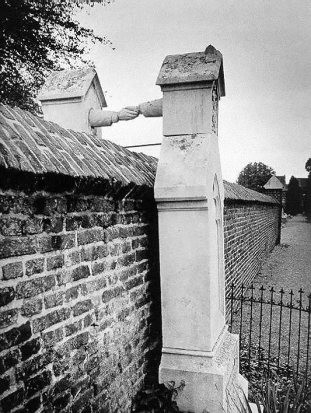 """,,Ракување""""- гробови на сопруг протестант и сопруга католик во Холандија- 1888"""