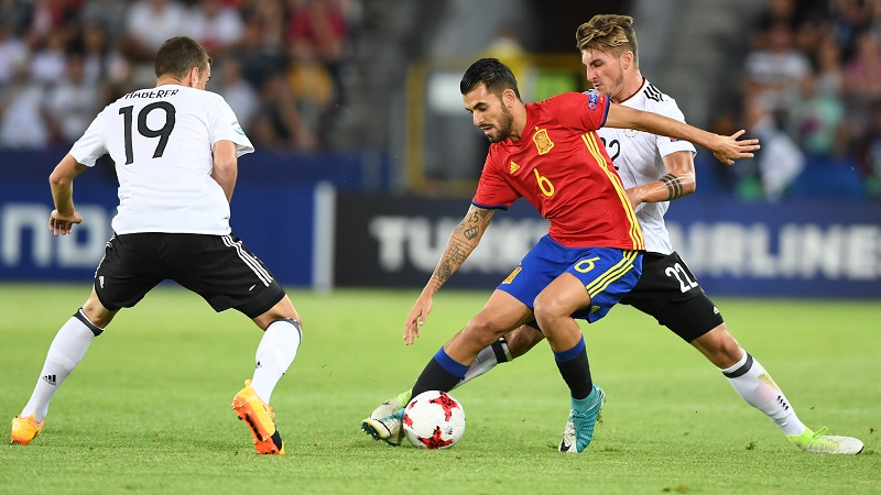 Spain's midfielder Dani Ceballos (C) vies for the ball with Germany's forward Janik Haberer (L) and Germany's forward Maximilian Philipp during the UEFA U-21 European Championship football final match Germany v Spain in Krakow, Poland, on June 30, 2017.  / AFP PHOTO / JANEK SKARZYNSKI        (Photo credit should read JANEK SKARZYNSKI/AFP/Getty Images)