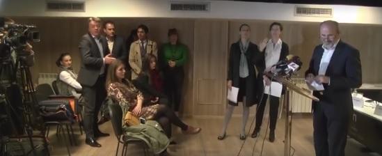 Шилегов упадна на прес конференција на Трајановски и го покани на ТВ дуел