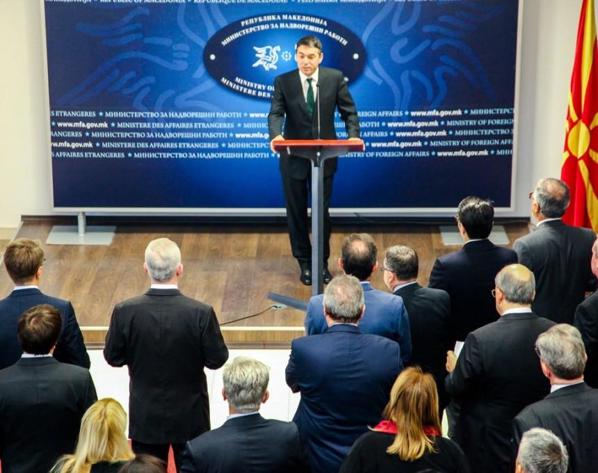 Nikola-Dimitrov-so-diplomatskiot-kor-860x680